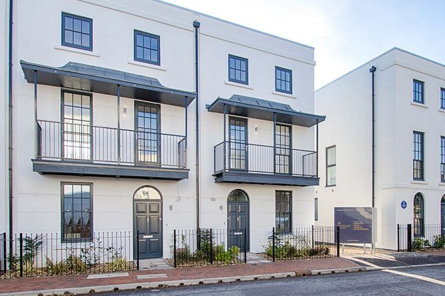Thumbnail Town house for sale in North Road, Hertford