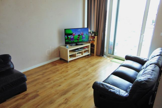 2 bed flat to rent in Prince Regent Road, Hounslow