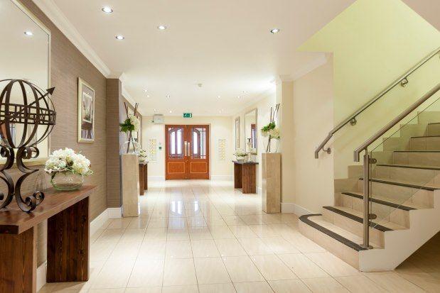 Thumbnail Flat to rent in Cavendish Road, Weybridge
