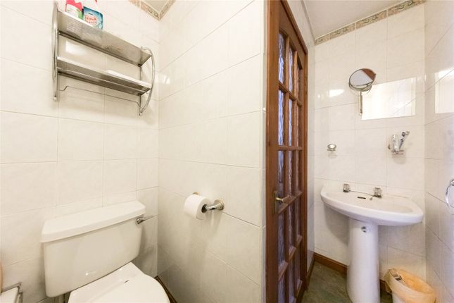 Bathroom of Ballantine Place, Perth PH1
