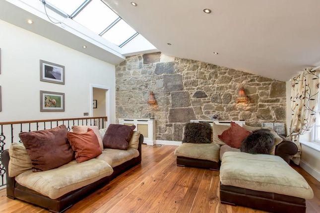 Thumbnail Flat to rent in Regent Terrace, Edinburgh