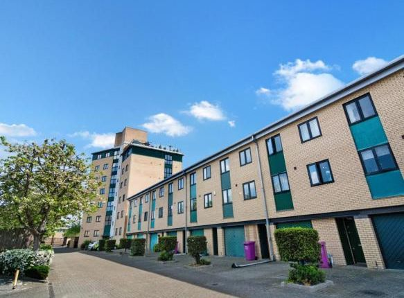 Thumbnail Shared accommodation to rent in Old Bellgate House, Westferry Rd