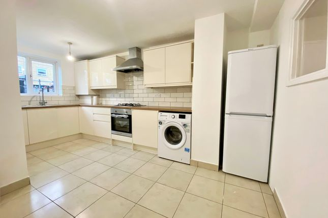 Thumbnail Maisonette to rent in High Road, New Southgate