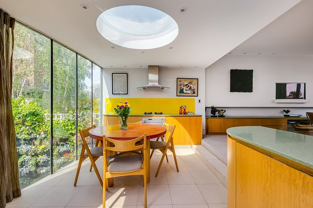Thumbnail Property for sale in Hillsleigh Road, London