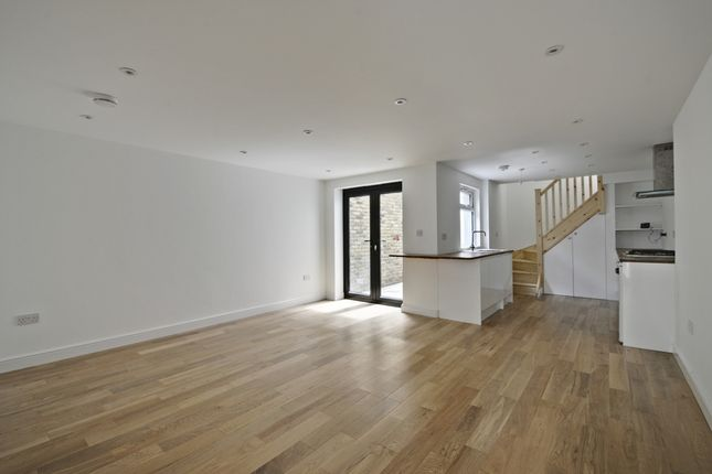 Thumbnail Duplex to rent in Chiswick High Road, Chiswick