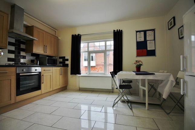 Thumbnail Flat to rent in Warwick Road, Kenilworth