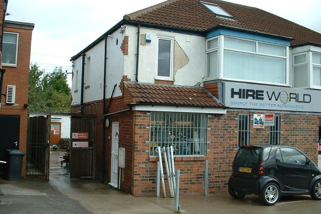 Thumbnail Flat to rent in Selby Road, Halton, Leeds