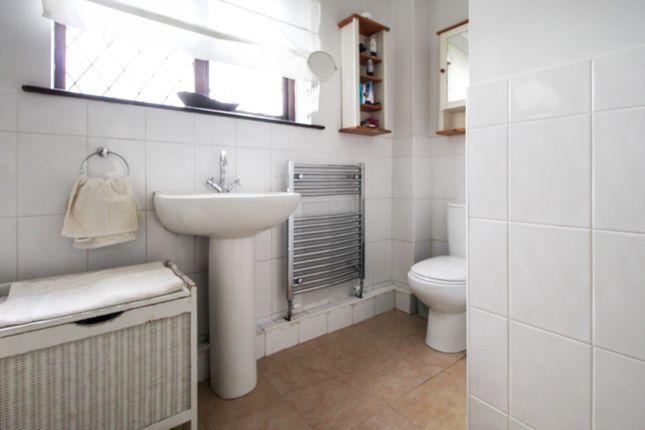 Family Bathroom of York Road, Cliffe YO8