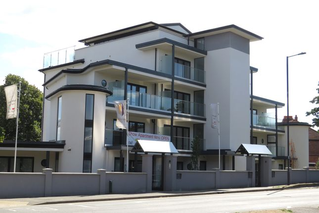 Thumbnail Flat for sale in Braywick Road, Maidenhead