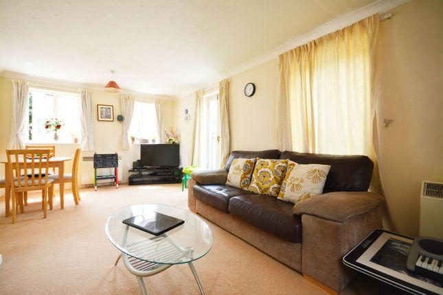 Thumbnail Flat to rent in Hitherhooks Hill, Binfield