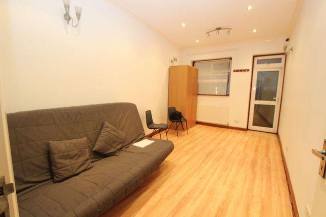 Thumbnail Studio to rent in Glebelands Avenue, Newbury Park