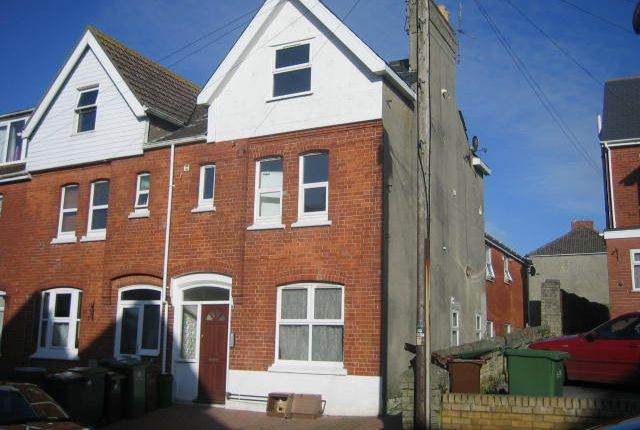 2 bed flat to rent in Franklin Road, Weymouth