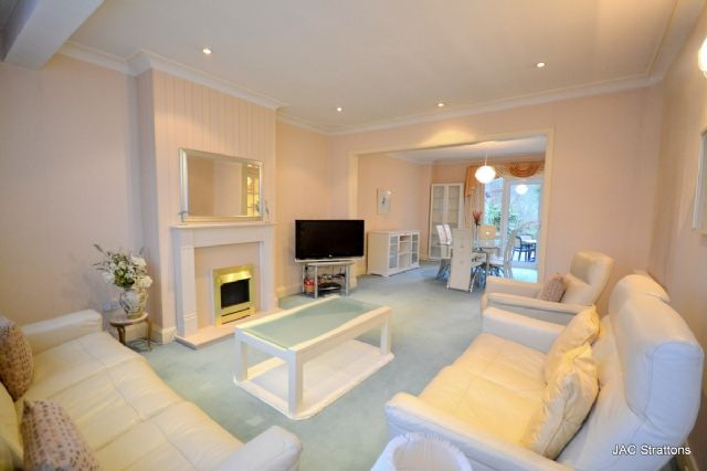 4 bed semi-detached house to rent in Chanctonbury Way, Woodside Park, London