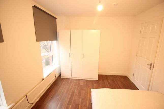 Room to rent in Saltwell Street, London