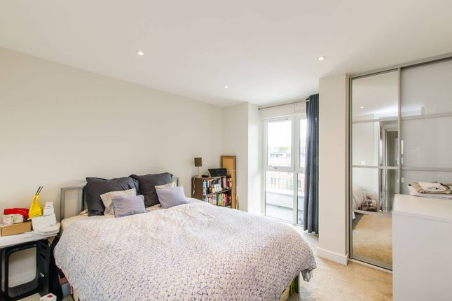 Thumbnail Flat for sale in Wellesley Terrace, Old Street