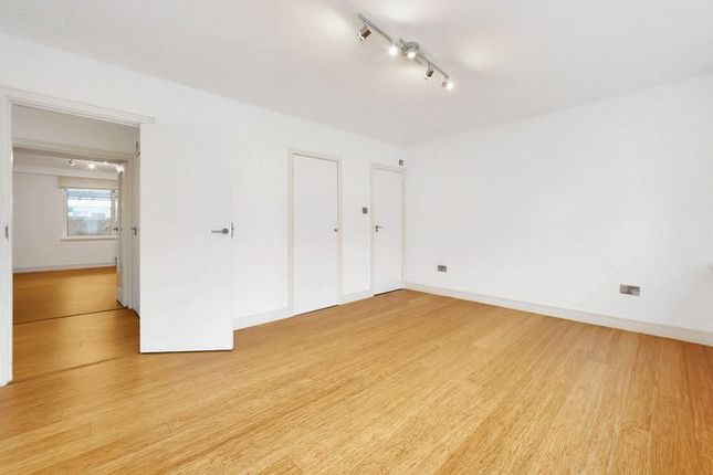 Master Bedroom of Clifton Place, Lancaster Gate, Bayswater, London W2