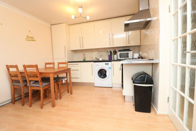 3 bed flat to rent in Stock Orchard Crescent, London N7