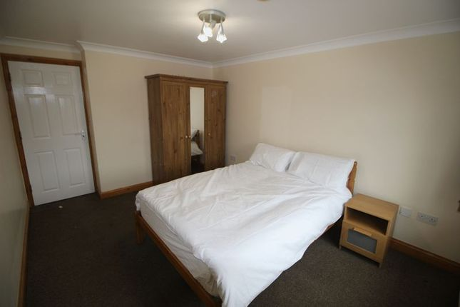 Thumbnail Room to rent in Room - Waterbeach Road, Slough