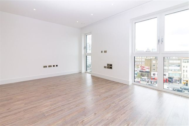 Thumbnail Flat to rent in New Drum Street, London