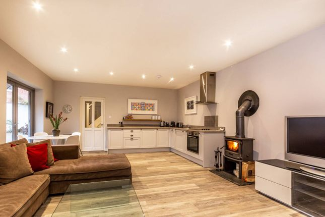 Thumbnail Cottage to rent in Knowle Lane, Cranleigh