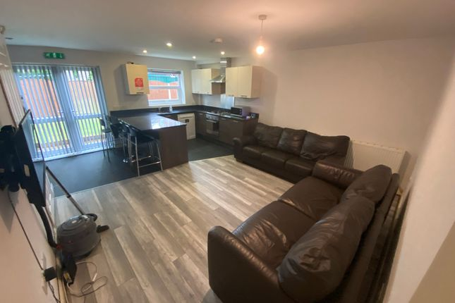 5 bed semi-detached house to rent in Parsonage Road, Withington, Manchester M20