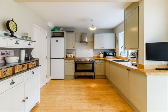 Thumbnail Property to rent in Primrose Hill, Kings Langley