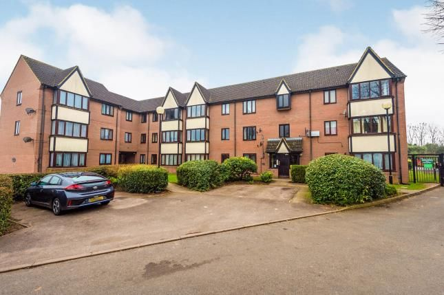 2 bed flat for sale in Petunia Court, Luton, Bedfordshire, England LU3