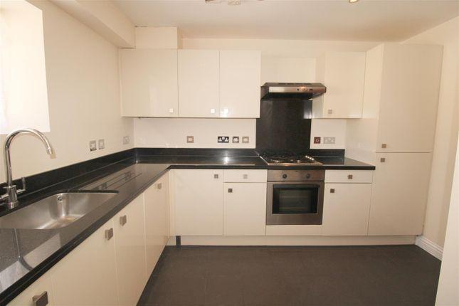 2 bed flat to rent in Warren Place, Railway Street, Hertford SG14