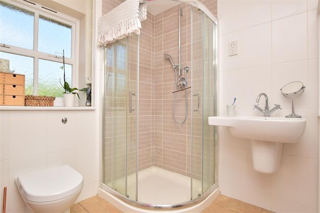 En-Suite of Crabtree Close, Kings Hill, West Malling, Kent ME19