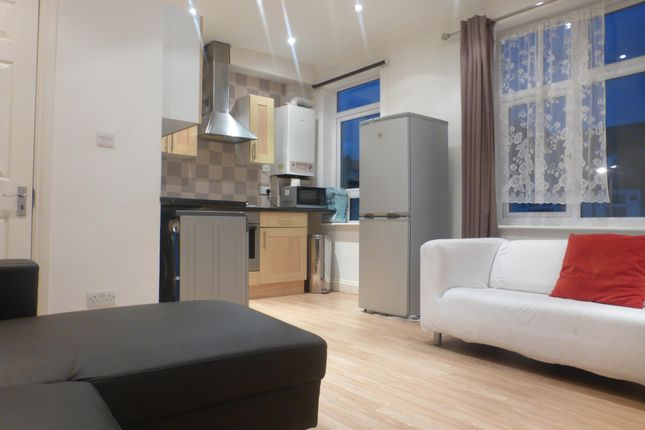 Thumbnail Property to rent in Links Road, Tooting, London