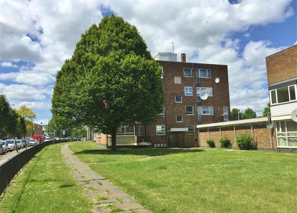 Thumbnail Flat for sale in Bowes Road, London