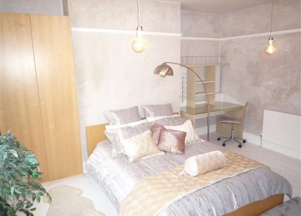 Thumbnail Terraced house to rent in Room 5, 19 Wentworth Street, Huddersfield