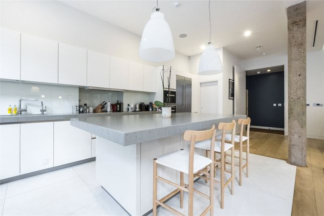 Thumbnail Maisonette for sale in New Inn Street, Shoreditch, London
