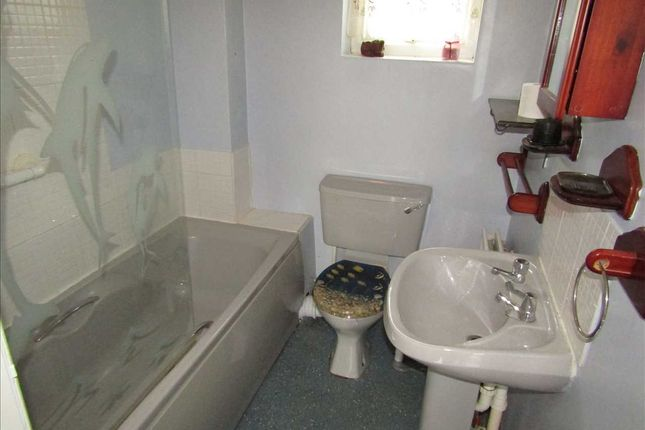 Bathroom of Wroughton Court, Eastwood, Nottingham NG16