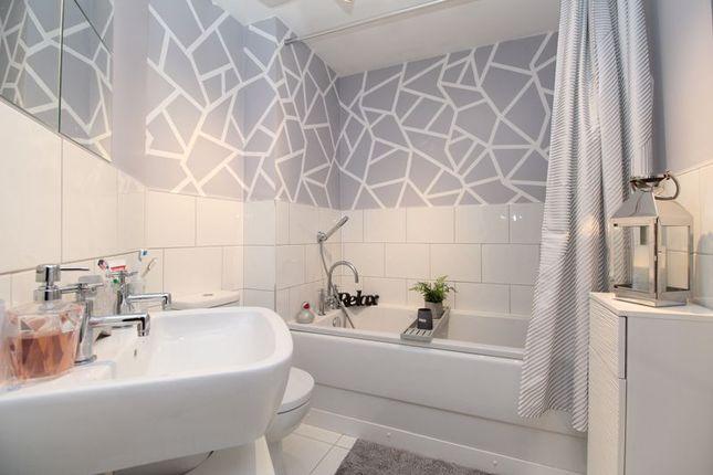 Family Bathroom of Oxford Blue Way, Stewartby MK43