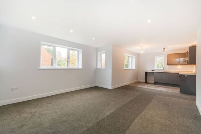 Thumbnail Flat to rent in Croham Road, South Croydon