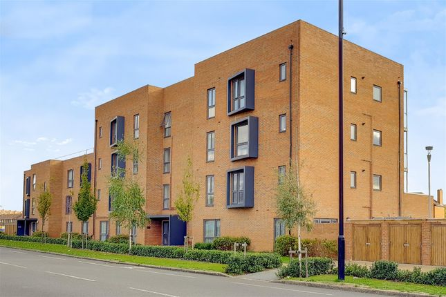 Thumbnail Flat for sale in Blanchard Court, Cranford