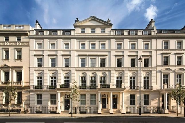 Thumbnail Flat for sale in Buckingham Gate, London