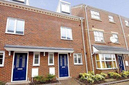 Thumbnail Town house to rent in Padbury Drive, Banbury