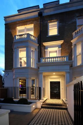 Thumbnail Town house for sale in Stevenage Road, Fulham