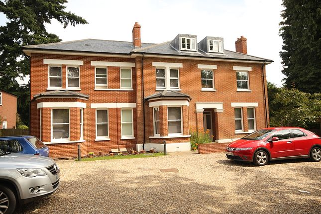 1 bed flat to rent in Broomhall Road, Horsell, Woking