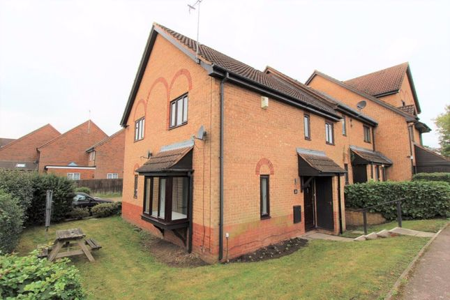 2 bed property to rent in Apple Tree Close, Leighton Buzzard LU7