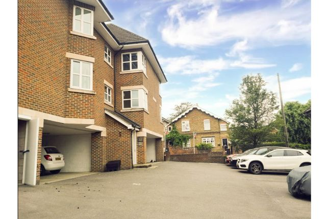Flat to rent in Tudor Court, Knaphill, Woking