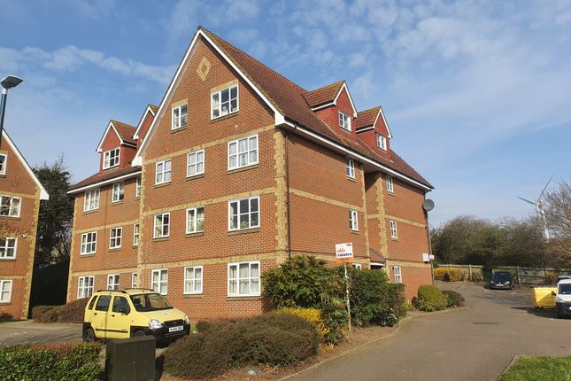 2 bed flat to rent in Canada Road, Kent DA8