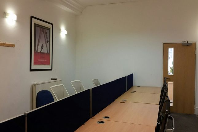 Office to let in Grosvenor St, London