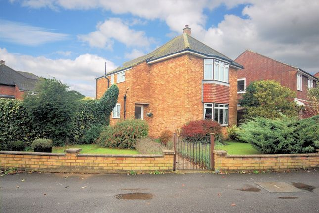 Thumbnail Detached house for sale in Manor Crescent, Wendover, Buckinghamshire