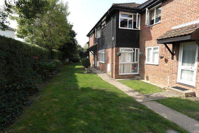 Picture No. 10 of Linley Crescent, Romford RM7
