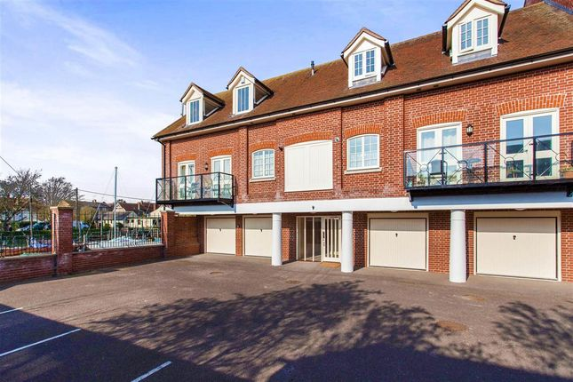 Thumbnail Flat to rent in Belvedere Road, Faversham