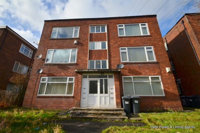 Thumbnail Flat to rent in Baguley Crescent, Middleton, Manchester