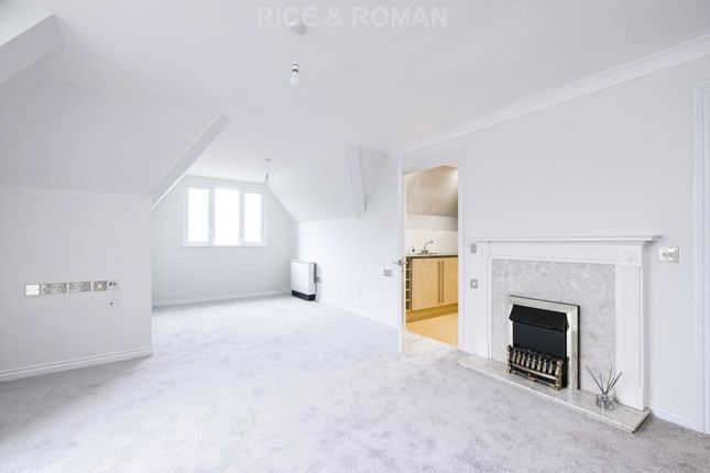 Thumbnail Flat for sale in Hinchley Manor, Hinchley Wood